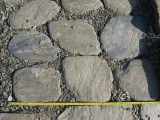 Ścieżki i tarasy w ogrodzie z kamienia naturalnego