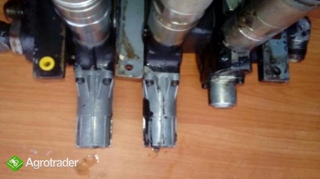 Rozdzielacz hydrauliczny Massey Ferguson 6120,6130,6140,6150,6160,6170 - zdjęcie 4