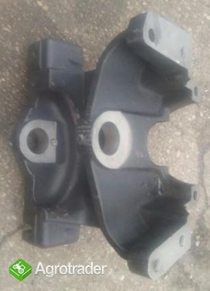 Wspornik osi przedniej MF-3 3028585M1,1670974M91